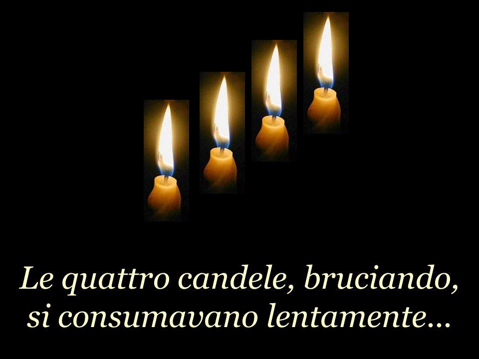 Le quattro candele, bruciando, si consumavano lentamente...