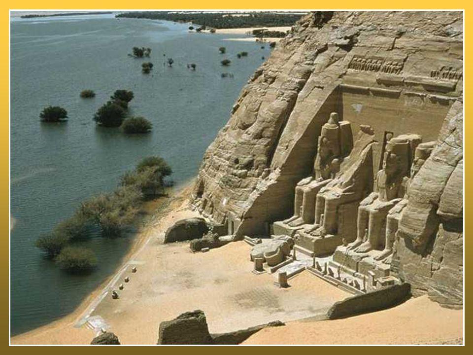 Il deserto è anche cammino: nel deserto occorre avanzare, non è consentito disertare , ma la tentazione è la regressione, la paura spinge a tornare indietro, a preferire la sicurezza della schiavitù egiziana al rischio dell'avventura della libertà.