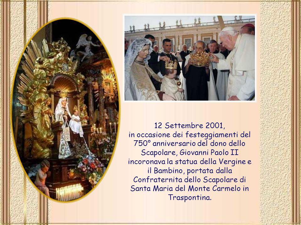 12 Settembre 2001, in occasione dei festeggiamenti del 750° anniversario del dono dello Scapolare, Giovanni Paolo II incoronava la statua della Vergine e il Bambino, portata dalla Confraternita dello Scapolare di Santa Maria del Monte Carmelo in Traspontina.