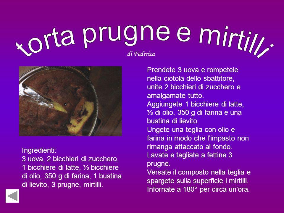 Ingredienti: 300 g di farina, 250 g di burro, 150 g di zucchero, 2 uova, lievito, un vasetto di marmellata di mirtilli, zucchero a velo per decorare.