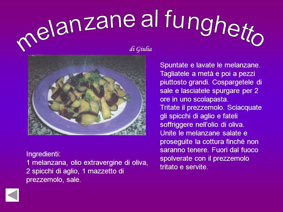 Ingredienti: 4 uova, 250 g di zucchero, 350 g di farina, 125 ml di olio di semi, 200 ml di latte, crema all'uva, una bustina di lievito. Sbattete le u