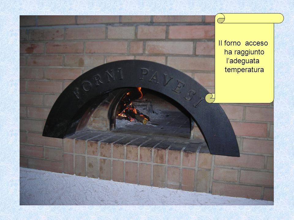 Il forno acceso ha raggiunto l'adeguata temperatura