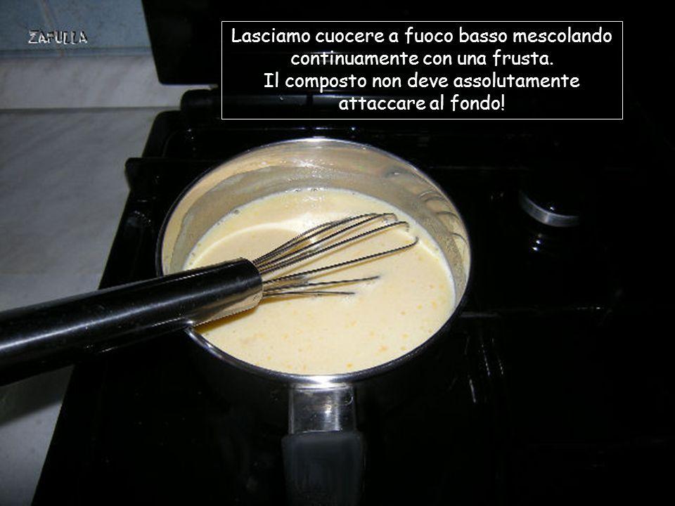 Mettiamo farina, uovo intero e zucchero in una ciotolina e mescoliamo accuratamente, tutto insieme, con una forchetta; poi versiamo il tutto nel pentolino con il latte.