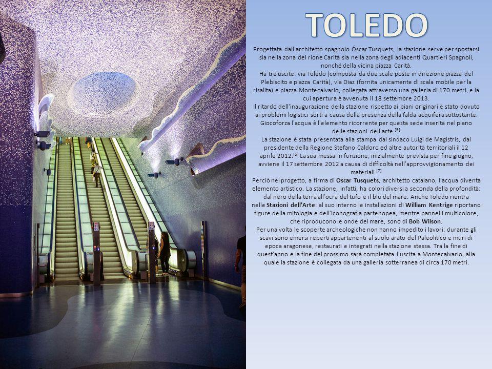 Progettata dall'architetto spagnolo Óscar Tusquets, la stazione serve per spostarsi sia nella zona del rione Carità sia nella zona degli adiacenti Qua