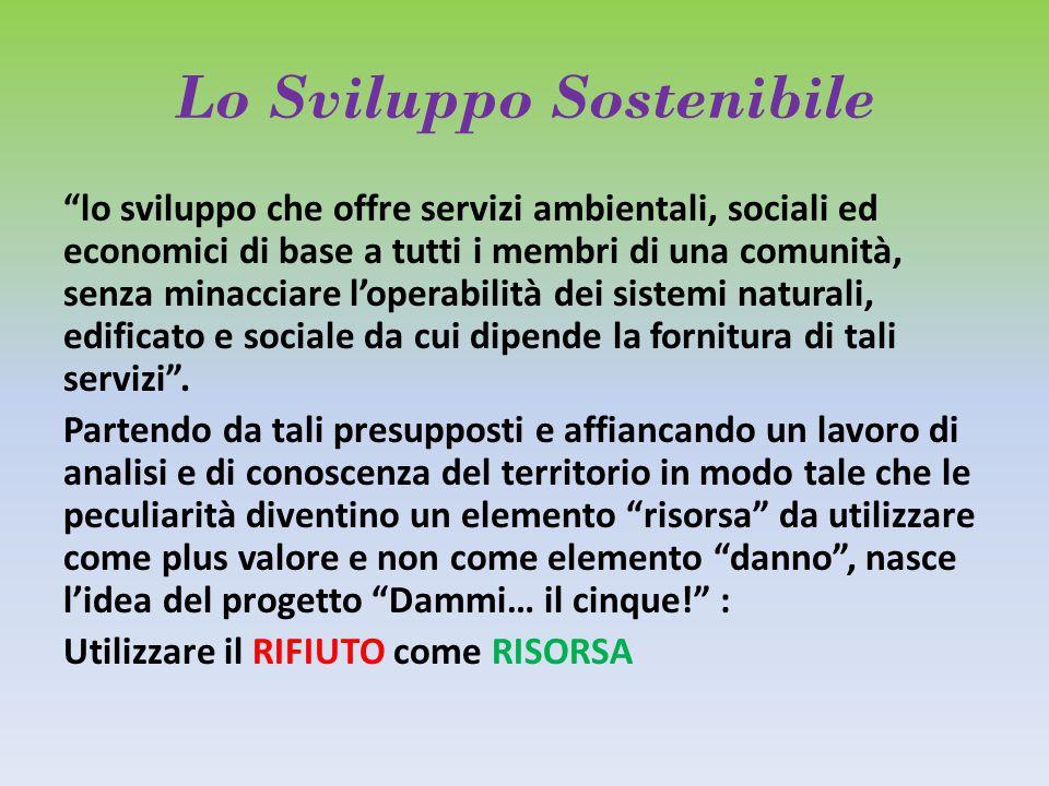 """Lo Sviluppo Sostenibile """"lo sviluppo che offre servizi ambientali, sociali ed economici di base a tutti i membri di una comunità, senza minacciare l'o"""