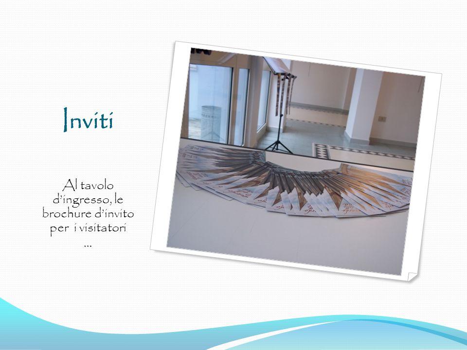 Inviti Al tavolo d'ingresso, le brochure d'invito per i visitatori …