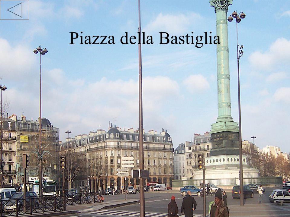 NOTRE DAME Nel novembre del 1793, per celebrare la vittoria della filosofia sopra il fanatismo, le autorità rivoluzionarie di Parigi occuparono la cattedrale, che venne ribattezzata Tempio della ragione .