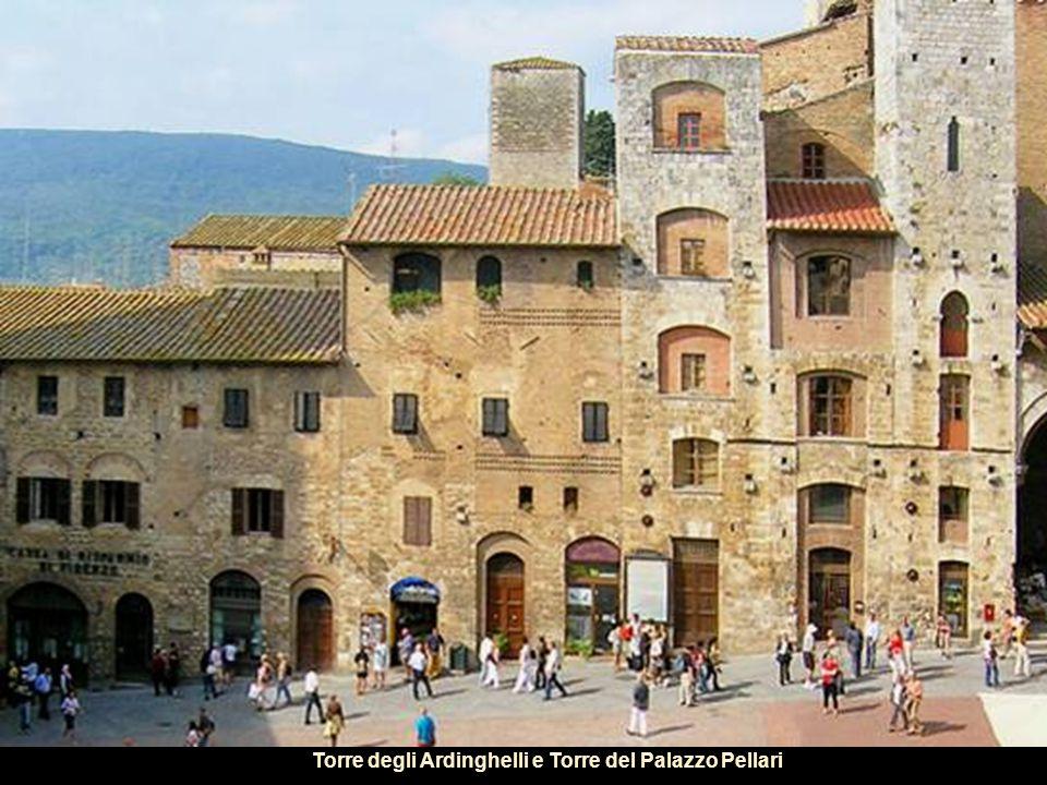 La piazza del Duomo era il fulcro della vita religiosa e politica della cittadina nel medioevo.