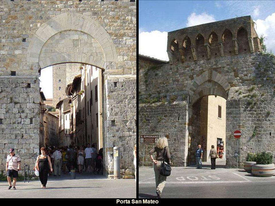 Gli assi principali dell insediamento sono due: -uno est-ovest, più antico (Xsecolo), che collegava il poggio della Torre, dove si trovava un castello vescovile, e la collina di Montestaffoli, luogo di Mercato (oggi occupato dalla rocca).