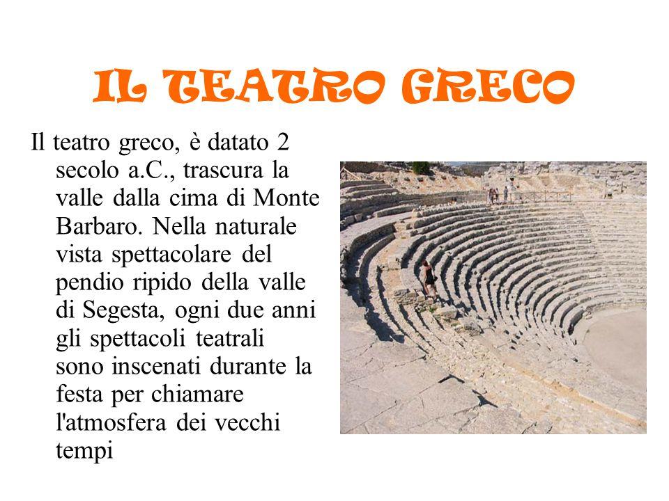 IL TEATRO GRECO Il teatro greco, è datato 2 secolo a.C., trascura la valle dalla cima di Monte Barbaro. Nella naturale vista spettacolare del pendio r