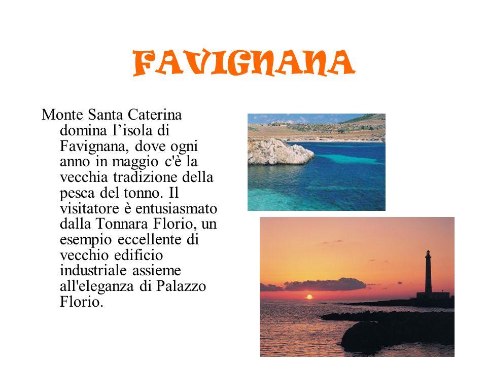 FAVIGNANA Monte Santa Caterina domina l'isola di Favignana, dove ogni anno in maggio c'è la vecchia tradizione della pesca del tonno. Il visitatore è