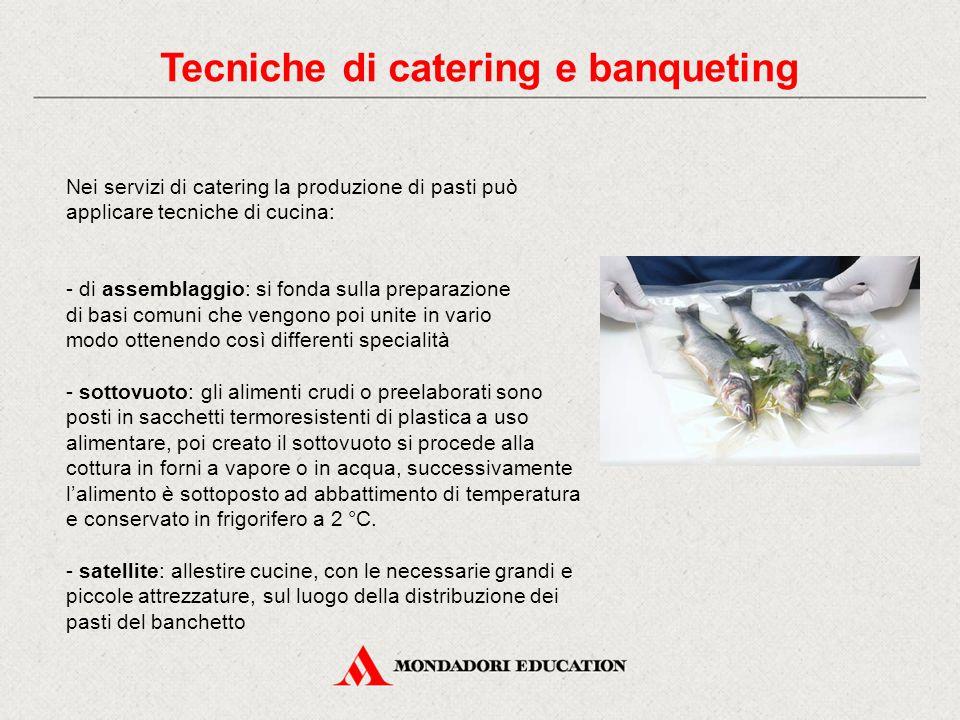 Nei servizi di catering la produzione di pasti può applicare tecniche di cucina: - di assemblaggio: si fonda sulla preparazione di basi comuni che ven
