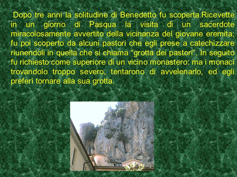 La tradizione dice che San Francesco in visita allo Speco benedisse quel groviglio di spine e da quel giorno sempre fiorirono rose al posto delle spin