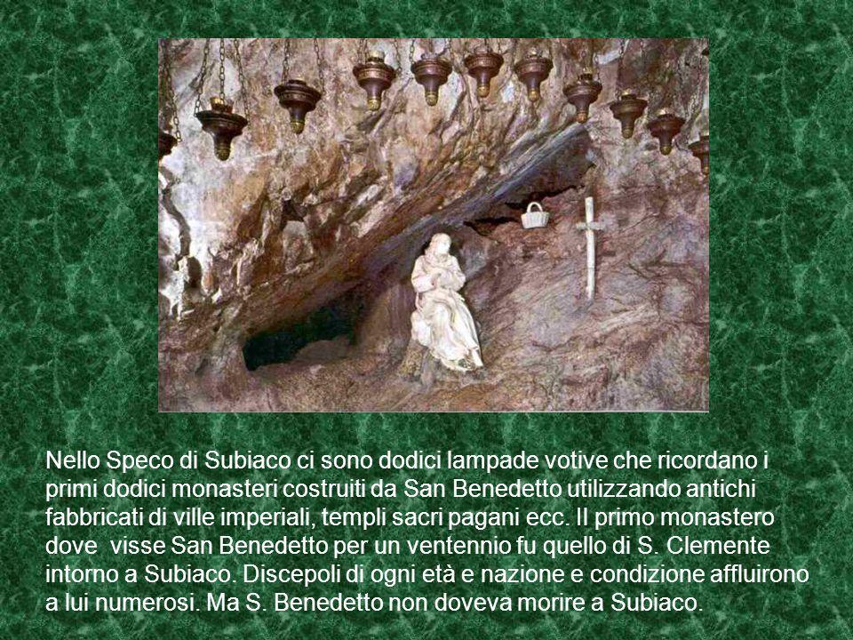 Quando ormai S. Benedetto fu conosciuto, numerosi discepoli vennero a lui da ogni parte. Il periodo della vita eremitica terminò con l'inizio della co