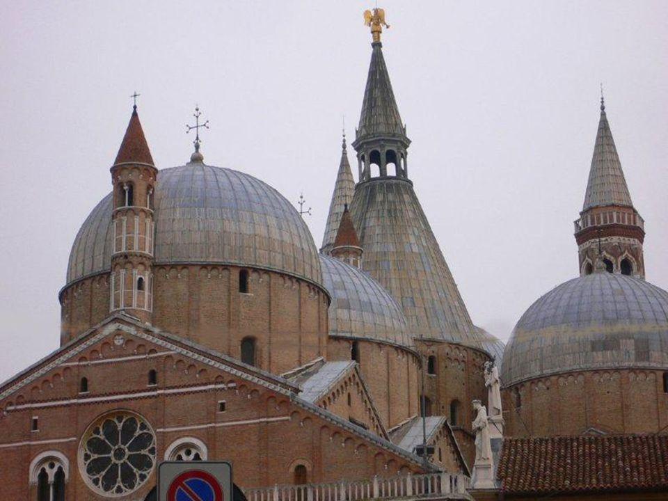 Antonio fu anche tra i primi maestri di teologia dei Frati Minori, se non proprio il primo.