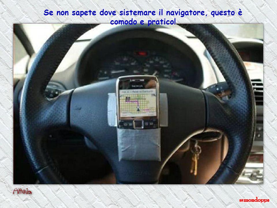 Se non sapete dove sistemare il navigatore, questo è comodo e pratico!