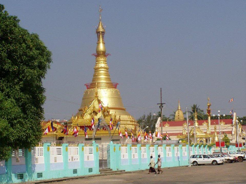 BATATAUNG La Pagoda Botataung (letteralmente 1000 ufficiali militari ) è una celebre pagoda situata nel centro di Yangon, Myanmar, vicino al fiume Yangon.