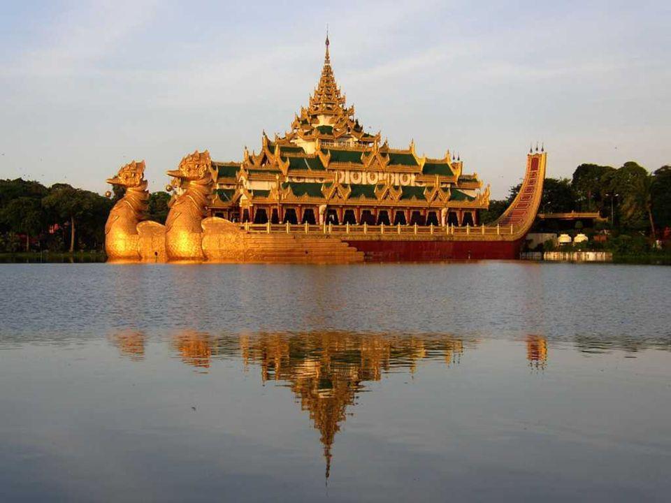 KARAWEIK The Barge Karaweik progettata dall architetto birmano U Ngwe Hlaing, riproduce un imbarcazione reale del re birmano.