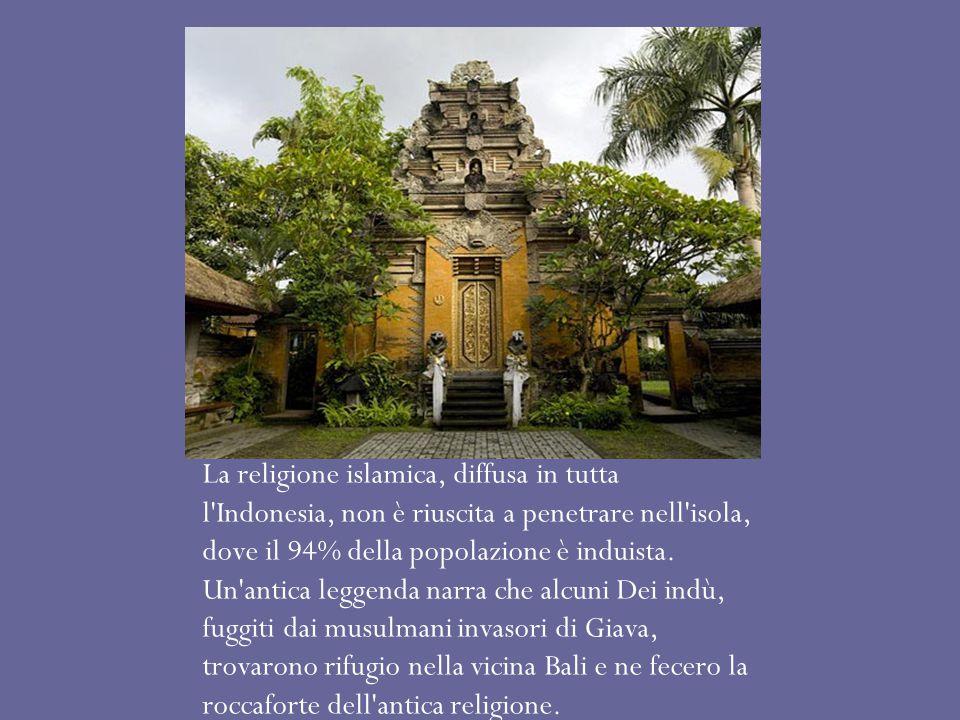 La religione islamica, diffusa in tutta l'Indonesia, non è riuscita a penetrare nell'isola, dove il 94% della popolazione è induista. Un'antica leggen
