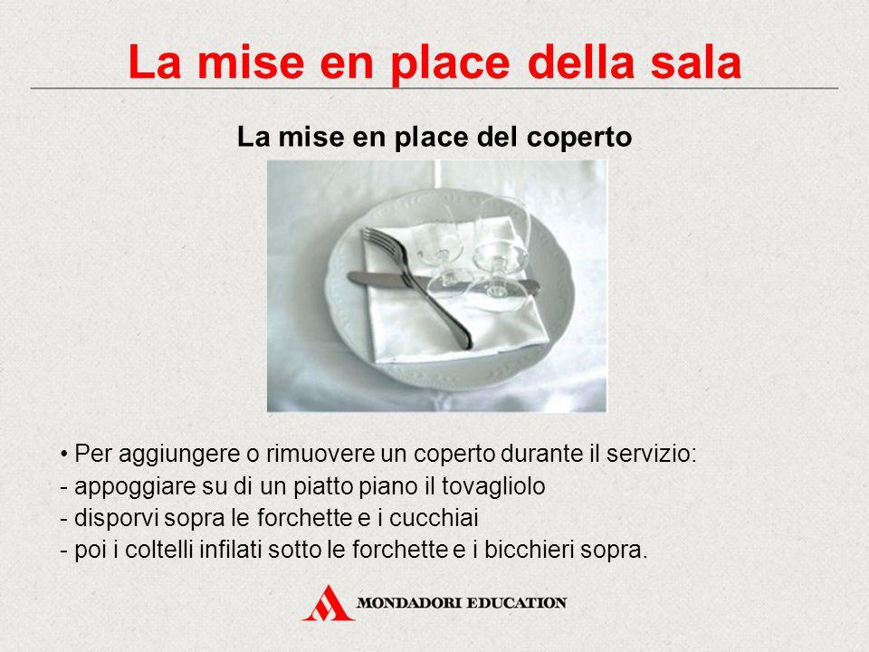 Consiste nella sistemazione del tovagliolo, delle posate, dei bicchieri e dei piatti destinati a ogni singolo commensale. Il primo coperto va apparecc
