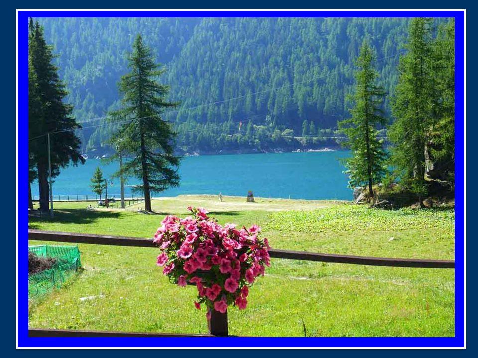 Presso l'accogliente casa che i Salesiani mettono a disposizione del Papa, dove vado terminando il periodo di riposo fra le belle montagne della Valle d'Aosta.