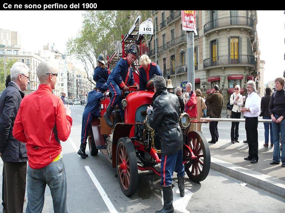 Le automobili hanno bisogno di molte attenzioni giacchè il veicolo più nuovo è del 1924.