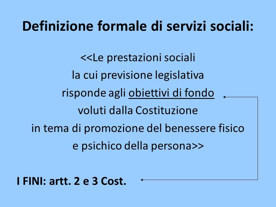Definizione formale di servizi sociali: <<Le prestazioni sociali la cui previsione legislativa risponde agli obiettivi di fondo voluti dalla Costituzi