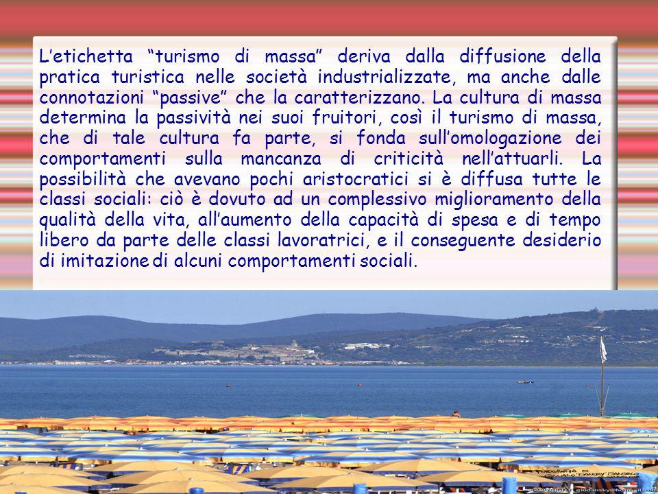 """L'etichetta """"turismo di massa"""" deriva dalla diffusione della pratica turistica nelle società industrializzate, ma anche dalle connotazioni """"passive"""" c"""