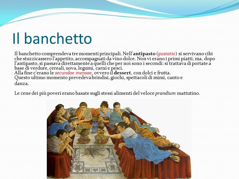 Il banchetto Il banchetto comprendeva tre momenti principali.