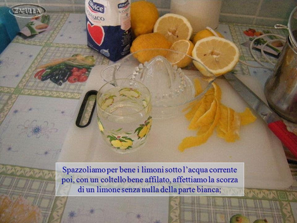 Ingredienti: 1) limoni 2) Zucchero 3) acqua Attrezzature: A)Pentolino B)Colino C)Frullatore D)Coltello E)tagliere