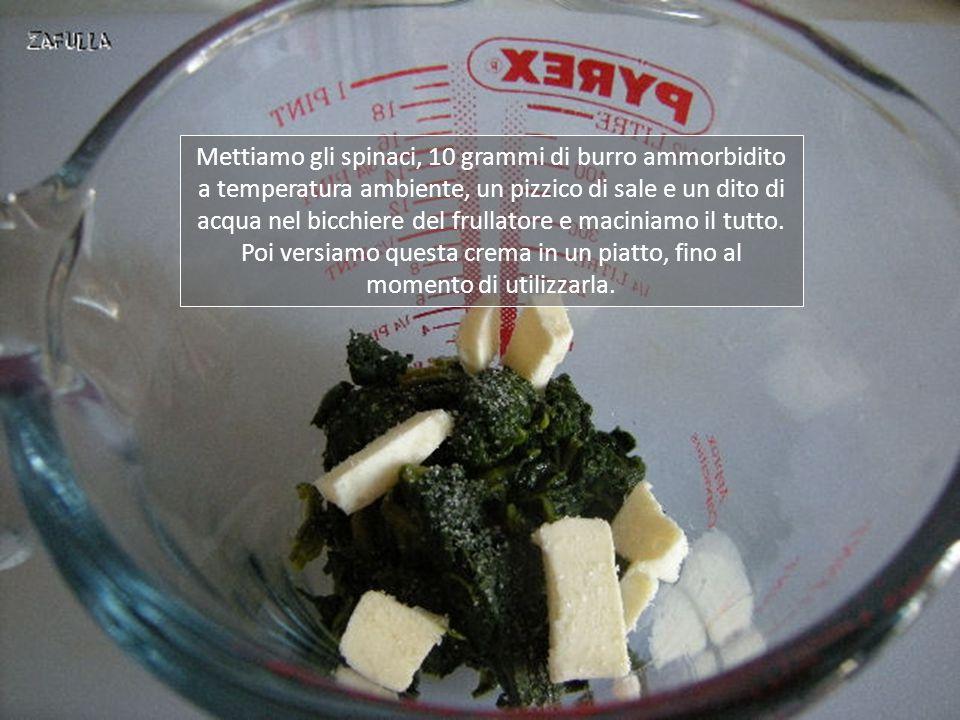 Prepariamo le creme di farcitura nei colori verde, bianco e rosa. La crema verde è ottenuta da un pugno di spinaci lessati, burro, sale e acqua.