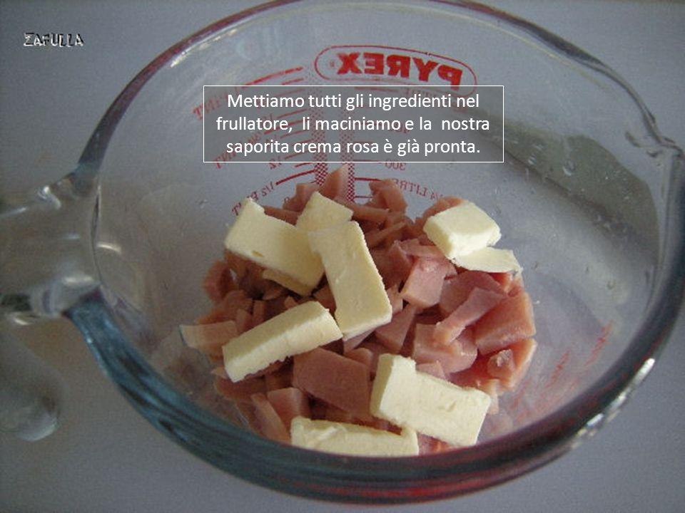 La crema rosa è ottenuta da 100/150 grammi di prosciutto cotto, a fette o a pezzo intero poi ridotto a dadini, 10 grammi di burro ammorbidito, un dito