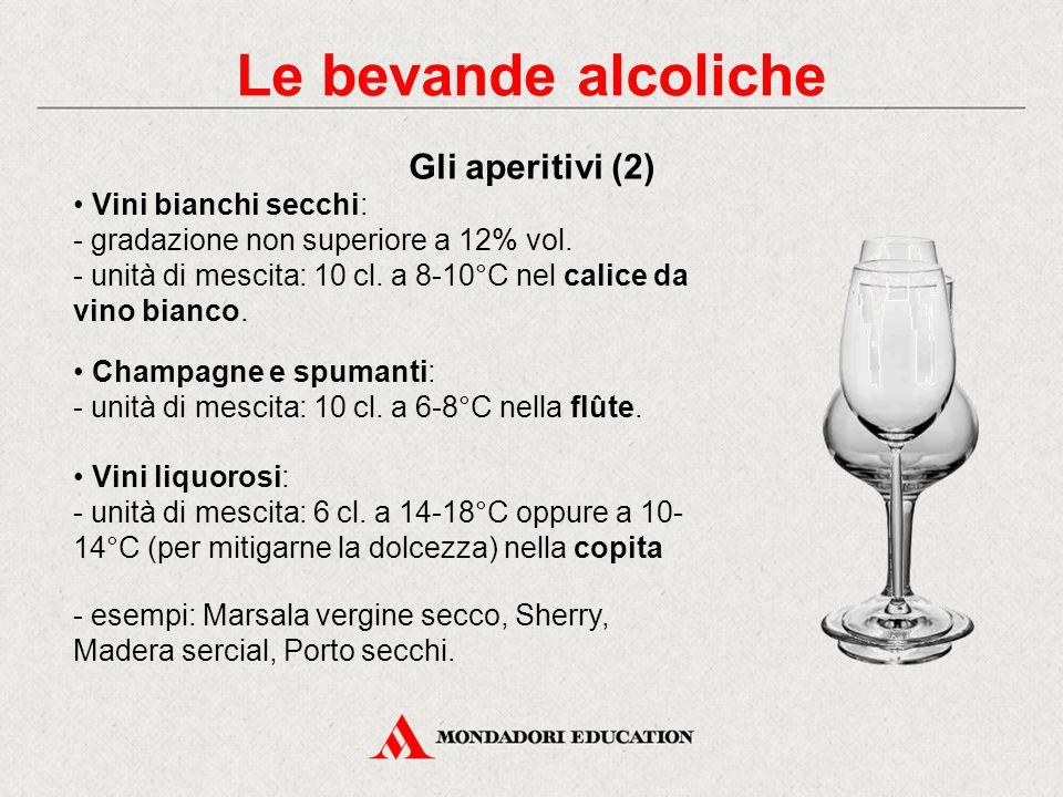 Gli aperitivi devono avere i seguenti requisiti: - limitata componente alcolica - contenuto di anidride carbonica per attivare le funzioni digestive -