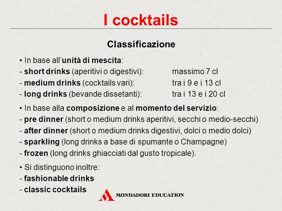 I cocktails si ottengono dalla miscelazione di diversi ingredienti ben amalgamati tra loro: - in genere una base alcolica (gin, rum, whisky ecc.) - un