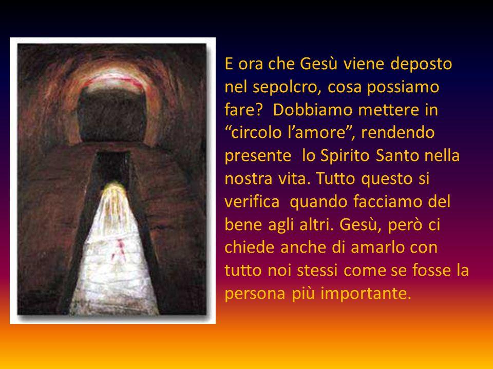 """E ora che Gesù viene deposto nel sepolcro, cosa possiamo fare? Dobbiamo mettere in """"circolo l'amore"""", rendendo presente lo Spirito Santo nella nostra"""
