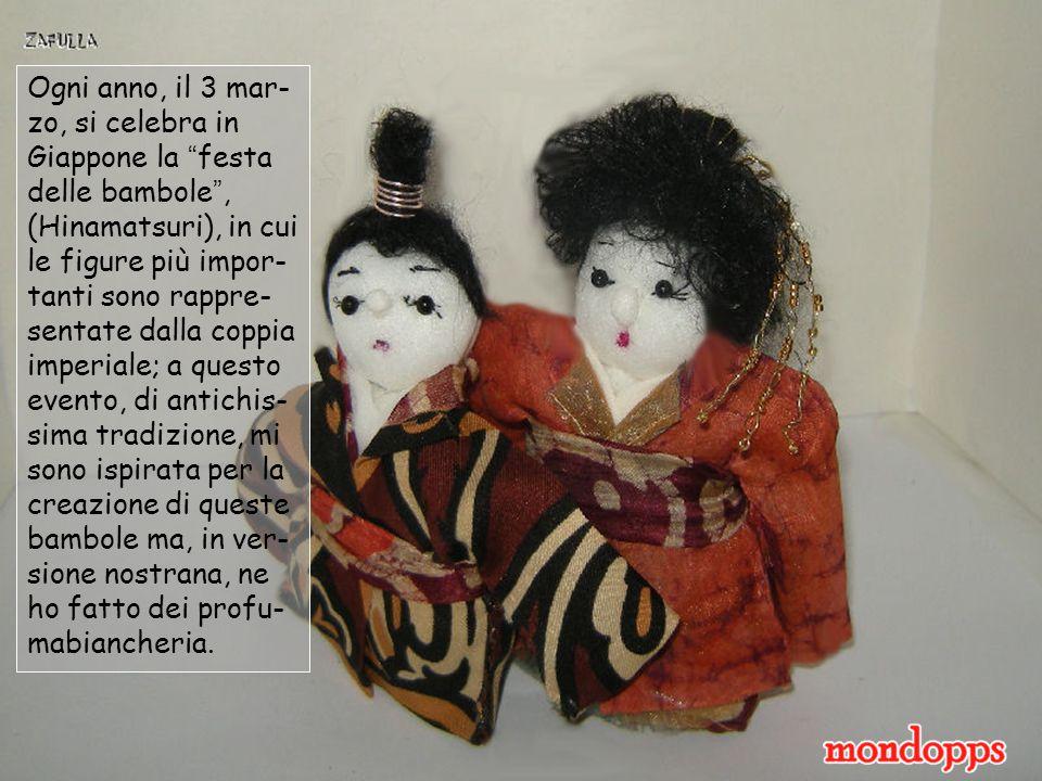 Ogni anno, il 3 mar- zo, si celebra in Giappone la festa delle bambole , (Hinamatsuri), in cui le figure più impor- tanti sono rappre- sentate dalla coppia imperiale; a questo evento, di antichis- sima tradizione, mi sono ispirata per la creazione di queste bambole ma, in ver- sione nostrana, ne ho fatto dei profu- mabiancheria.