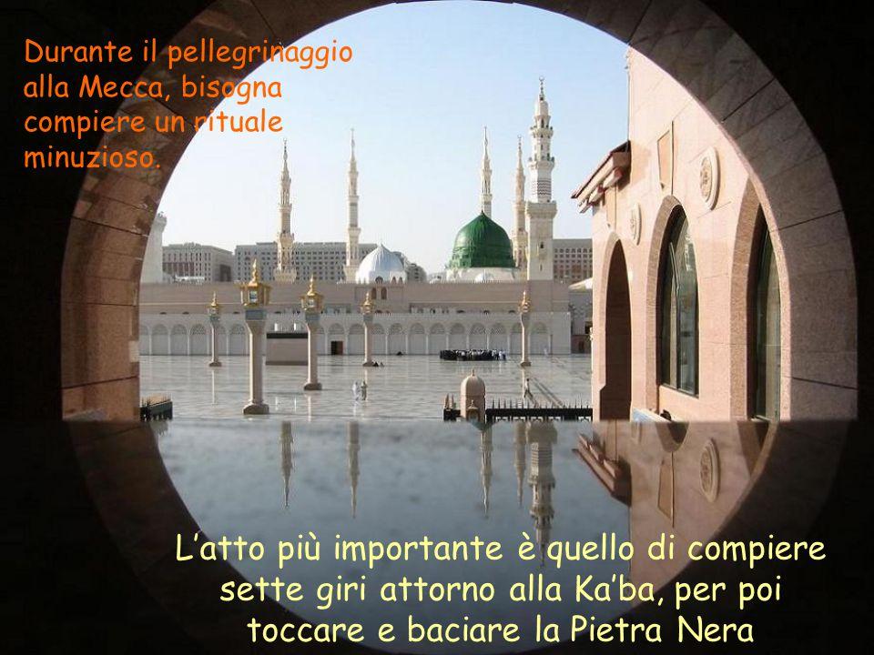 Durante il pellegrinaggio alla Mecca, bisogna compiere un rituale minuzioso. L'atto più importante è quello di compiere sette giri attorno alla Ka'ba,