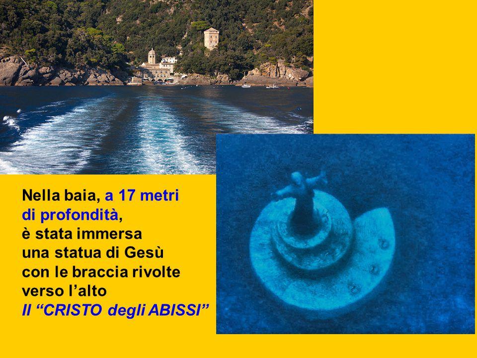"""Nella baia, a 17 metri di profondità, è stata immersa una statua di Gesù con le braccia rivolte verso l'alto Il """"CRISTO degli ABISSI"""""""