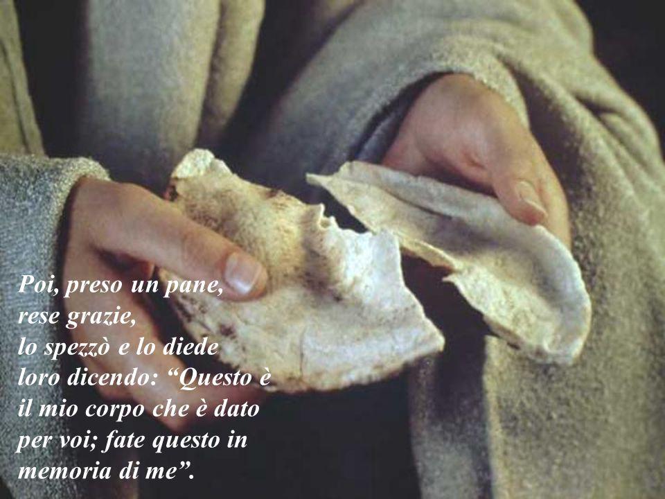 """Poi, preso un pane, rese grazie, lo spezzò e lo diede loro dicendo: """"Questo è il mio corpo che è dato per voi; fate questo in memoria di me""""."""