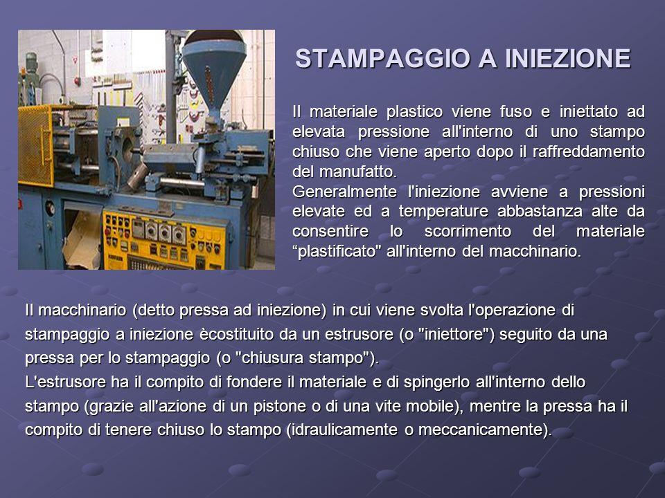 STAMPAGGIO A INIEZIONE Il macchinario (detto pressa ad iniezione) in cui viene svolta l'operazione di stampaggio a iniezione ècostituito da un estruso