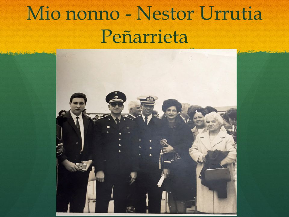In spagnolo Esta es una foto del día de mi graduación como alférez en octubre 1970 después de cinco años de cadete en la academia de la marina de guerra del Perú.