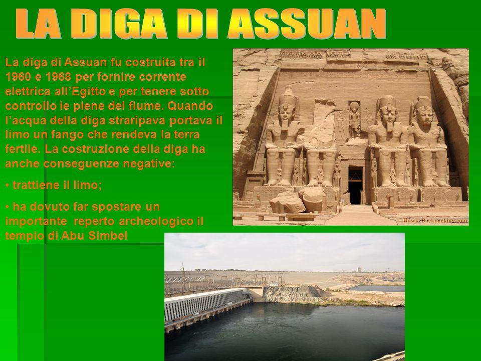La diga di Assuan fu costruita tra il 1960 e 1968 per fornire corrente elettrica all'Egitto e per tenere sotto controllo le piene del fiume.