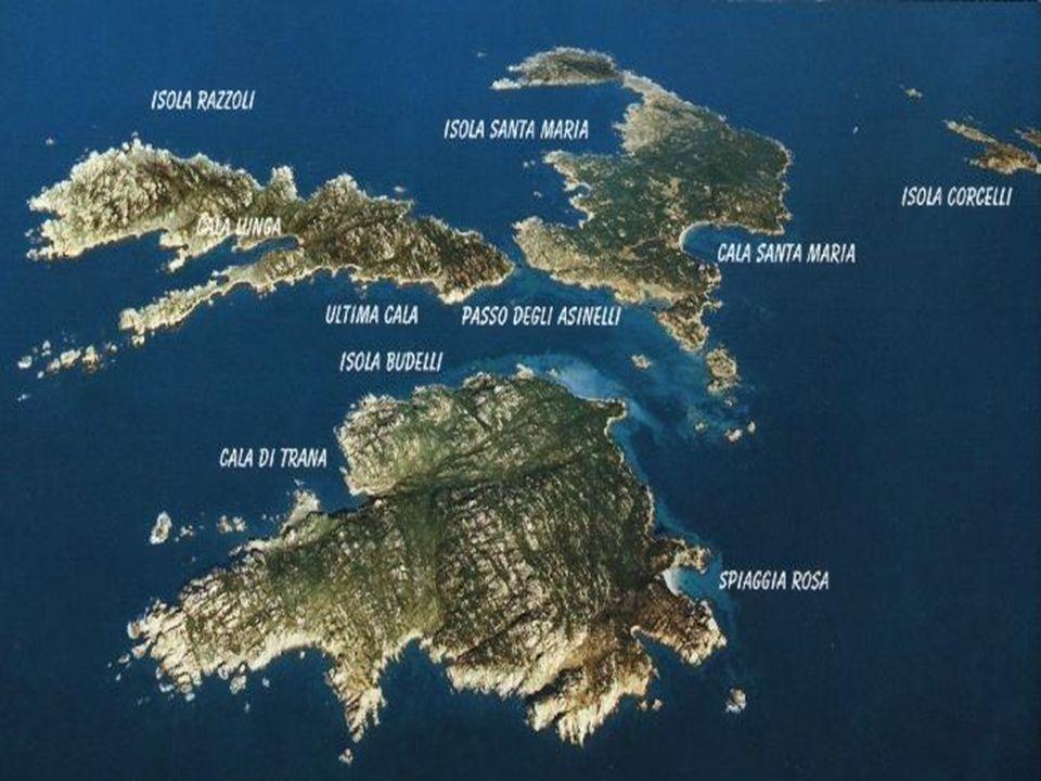 Budelli è un'isola della Sardegna, fa parte dell'arcipelago della Maddalena presso le bocche di Bonifacio, è nota per la colorazione della sabbia rosa sulla spiaggia.