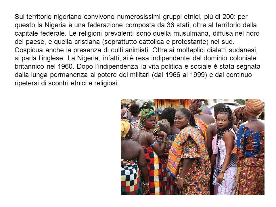 Sul territorio nigeriano convivono numerosissimi gruppi etnici, più di 200: per questo la Nigeria è una federazione composta da 36 stati, oltre al territorio della capitale federale.