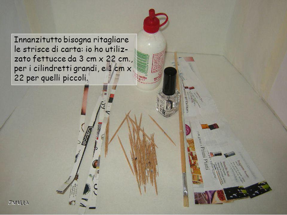 Innanzitutto bisogna ritagliare le strisce di carta: io ho utiliz- zato fettucce da 3 cm x 22 cm., per i cilindretti grandi, e 1 cm x 22 per quelli piccoli.