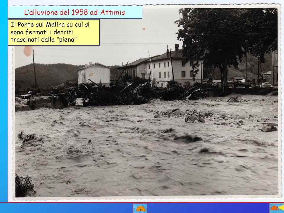 """L'alluvione del 1958 ad Attimis Il Ponte sul Malina su cui si sono fermati i detriti trascinati dalla """"piena"""""""