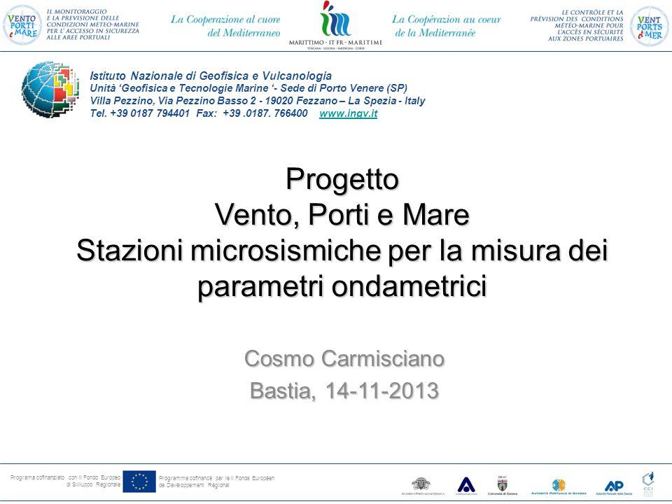 Programa cofinanziato con il Fondo Europeo di Sviluppo Regionale Programme cofinancé par le il Fonds Européen de Devéloppement Régional Brevi richiami teorici fondanti il metodo Sperimentazione e applicazione a Genova (UNIGE-IIM) Applicazione a VPM (Golfo della Spezia) APSP-INGV Identificazione dei siti ed analisi preliminari (INGV-AGI-APSP-DLTM-IIM) La boa ondametrica di calibrazione (INGV-AGI-APSP-HYDRASOLUTION) Bibliografia di riferimento Sommario della presentazione