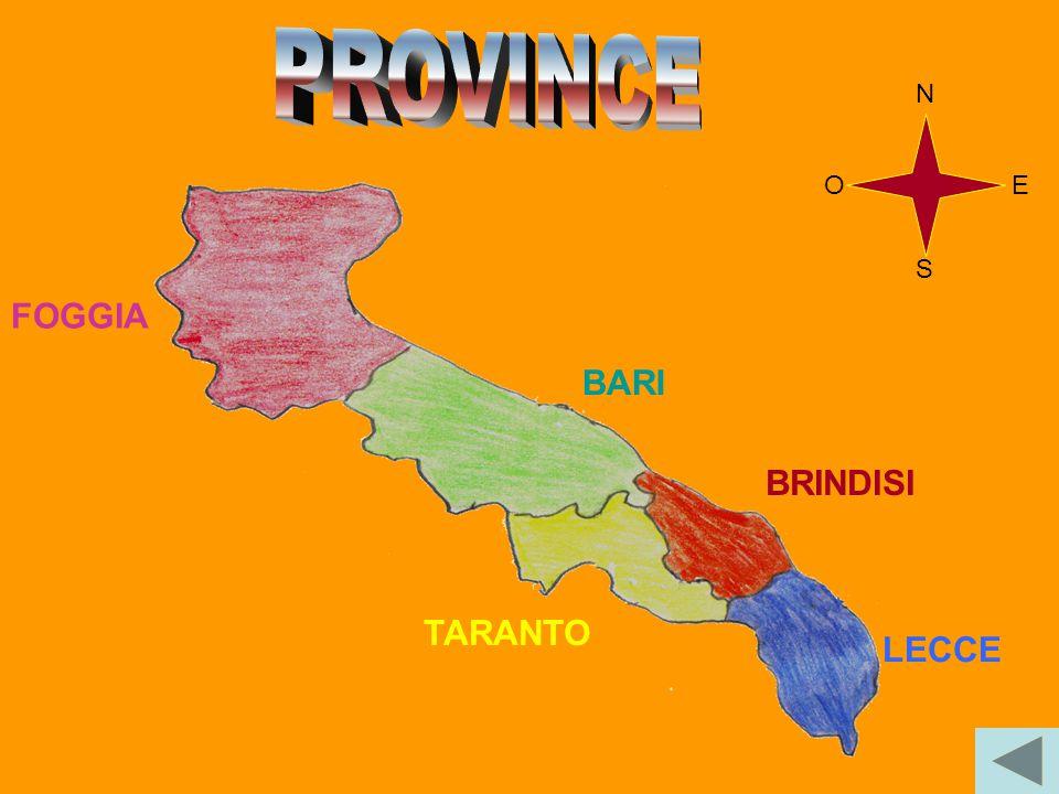 Nel triangolo compreso tra Taranto, Bari e Brindisi si trovano le maggiori industrie: raffinerie, oleifici, industrie siderurgiche, petrolchimiche e tessili.