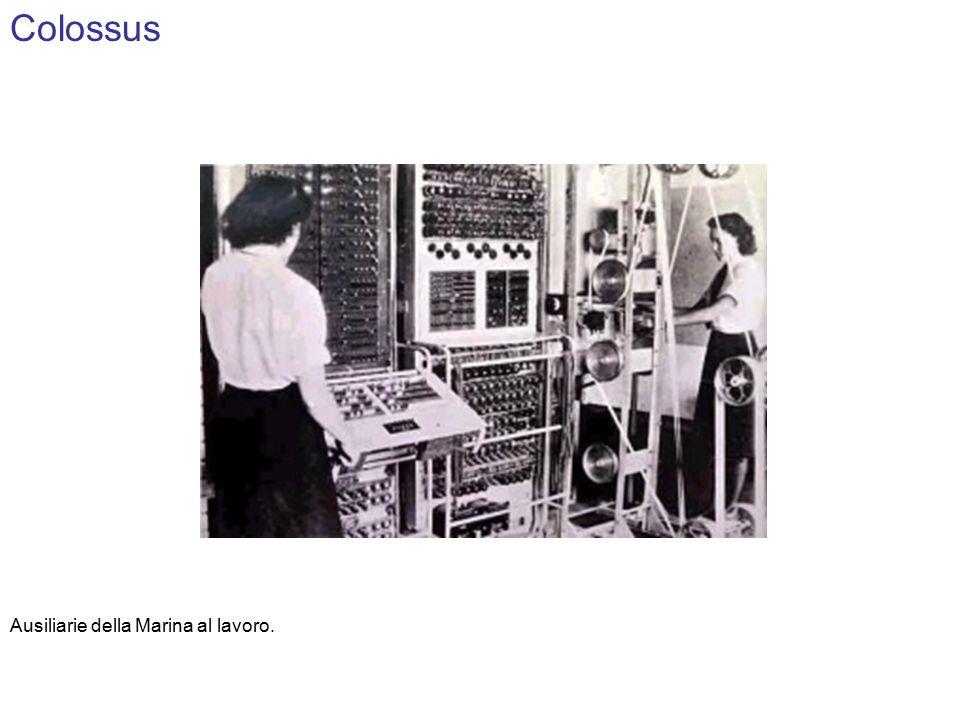 Colossus Ausiliarie della Marina al lavoro.