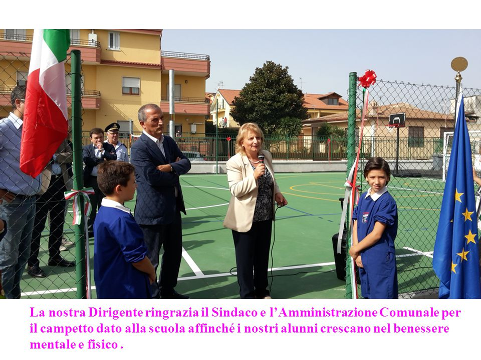 La nostra Dirigente ringrazia il Sindaco e l'Amministrazione Comunale per il campetto dato alla scuola affinché i nostri alunni crescano nel benessere